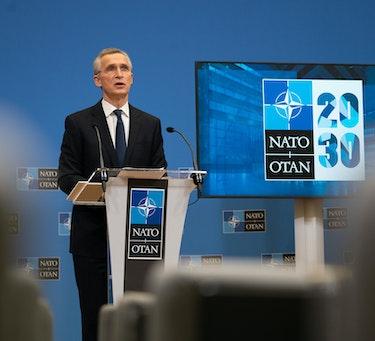 NATOs generalsekretær Jens Stoltenberg har karakterisert valget om å bli eller forlate Afghanistan som