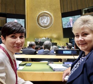 VALGKAMPEN GÅR MOT SLUTTEN: I juni skal FNs 193 medlemsland avgjøre om det skal stå «Norway» på en av plassene i FNs sikkerhetsråd. Her er utenriksminister Ine Eriksen Søreide og statsminister Erna Solberg på plass i New York under åpningen av FNs generalforsamling i september 2019.