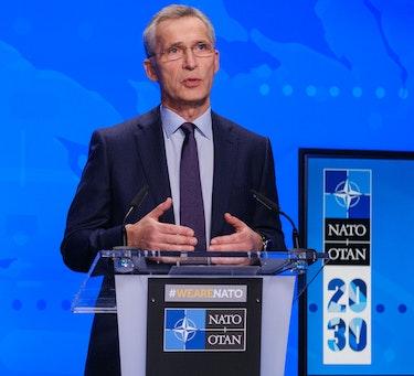 NATOs generalsekretær Jens Stoltenberg under lanseringen av refleksjonsrapporten