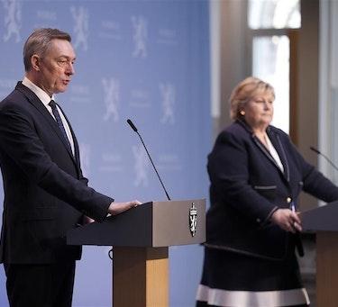 Statsminister Erna Solberg og Forsvarsminister Frank Bakke-Jensen på pressekonferansen hvor de la frem den nye langtidsplanen for Forsvaret.