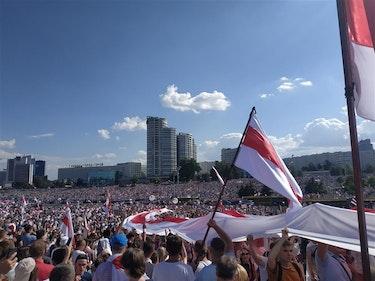 Titusenvis av mennesker har tatt til gatene for å demonstrere mot president Lukasjenka de siste dagene.