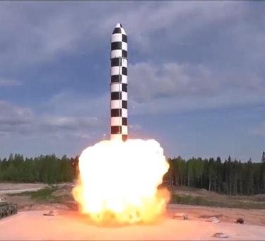 Juli 2019: Russland prøveskyter RS-28 Sarmat, et interkontinentalt ballistisk missil som skal erstatte missilet R-36M Voyevoda, eller