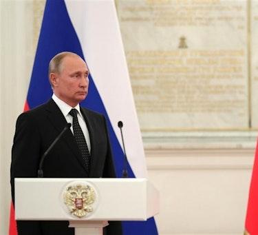 Mens store deler av verden har vært opptatt av koronaviruset, har Vladimir Putin benyttet anledningen til å feste grepet om makten i Russland.