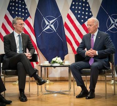 Jens Stoltenberg og Joe Biden i 2015