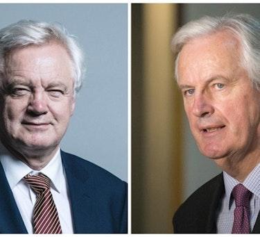 Til venstre: David Davis (foto: Chris McAndrew CC BY 3.0). Til høyre: Michel Barnier (foto: Martin Kraft CC BY-SA 3.0)