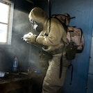 Soldat med gassmaske