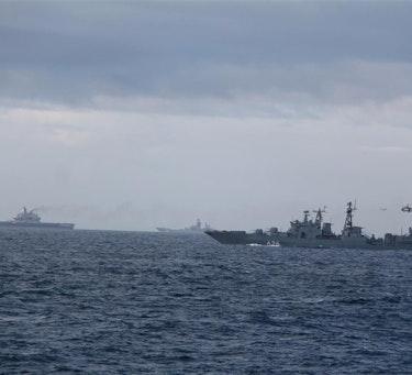 Russiske hangarskip og eskorteskip langs norskekysten.