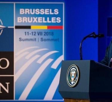 FORRIGE TOPPMØTE: President Donald Trump åpnet fjorårets NATO-toppmøte i Brussel med å gå til frontalangrep på Tyskland. Da ville han ha svar fra generalsekretær Jens Stoltenberg om tyskernes kjøp av russisk gass