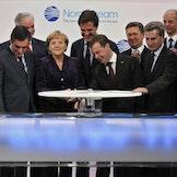 Angela Merkel, Dmitrij Medvedev og en rekke andre statsledere under den offisielle åpningen av Nord Stream I i 2011