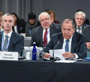 Utenriksminister Sergej Lavrov og den russiske delegasjonen under det tiende ministermøtet i Arktisk råd i 2017