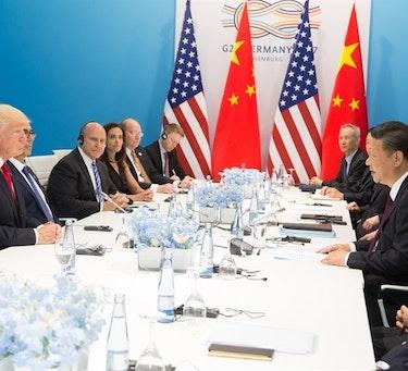 President Trump og president Xi Jinping diskuterer under et tidligere G20-møte
