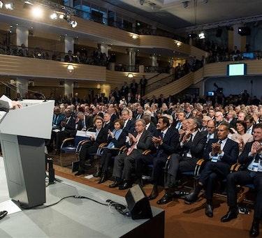 Wolfgang Ischinger, Sikkerhetskonferansens formann, taler til deltakerne (Foto: MSC/Mueller)